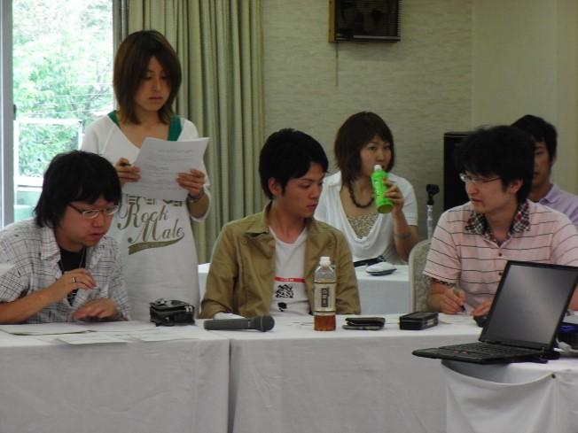 先輩岩田くんを中心に作戦会議。